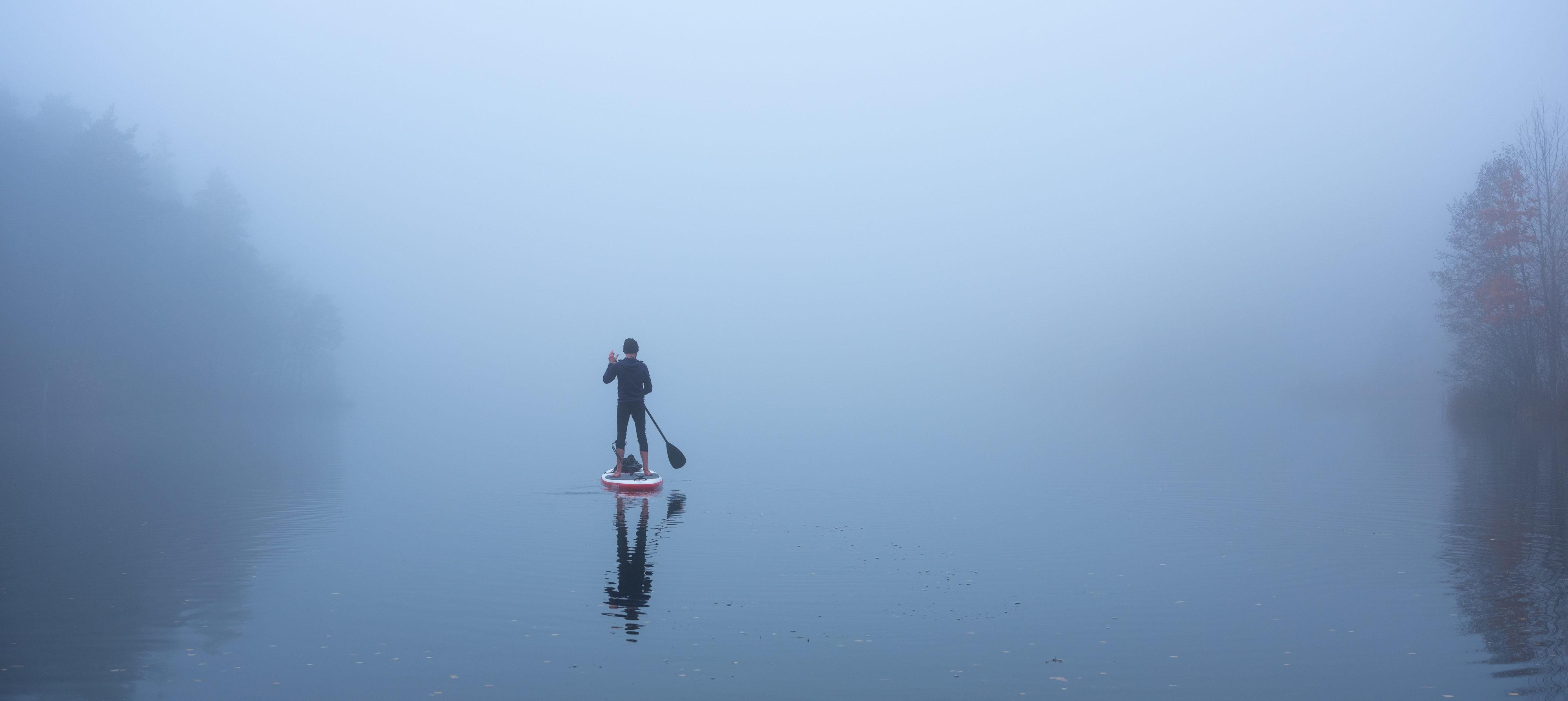 Roel van der Ven on a SUP board in the mist